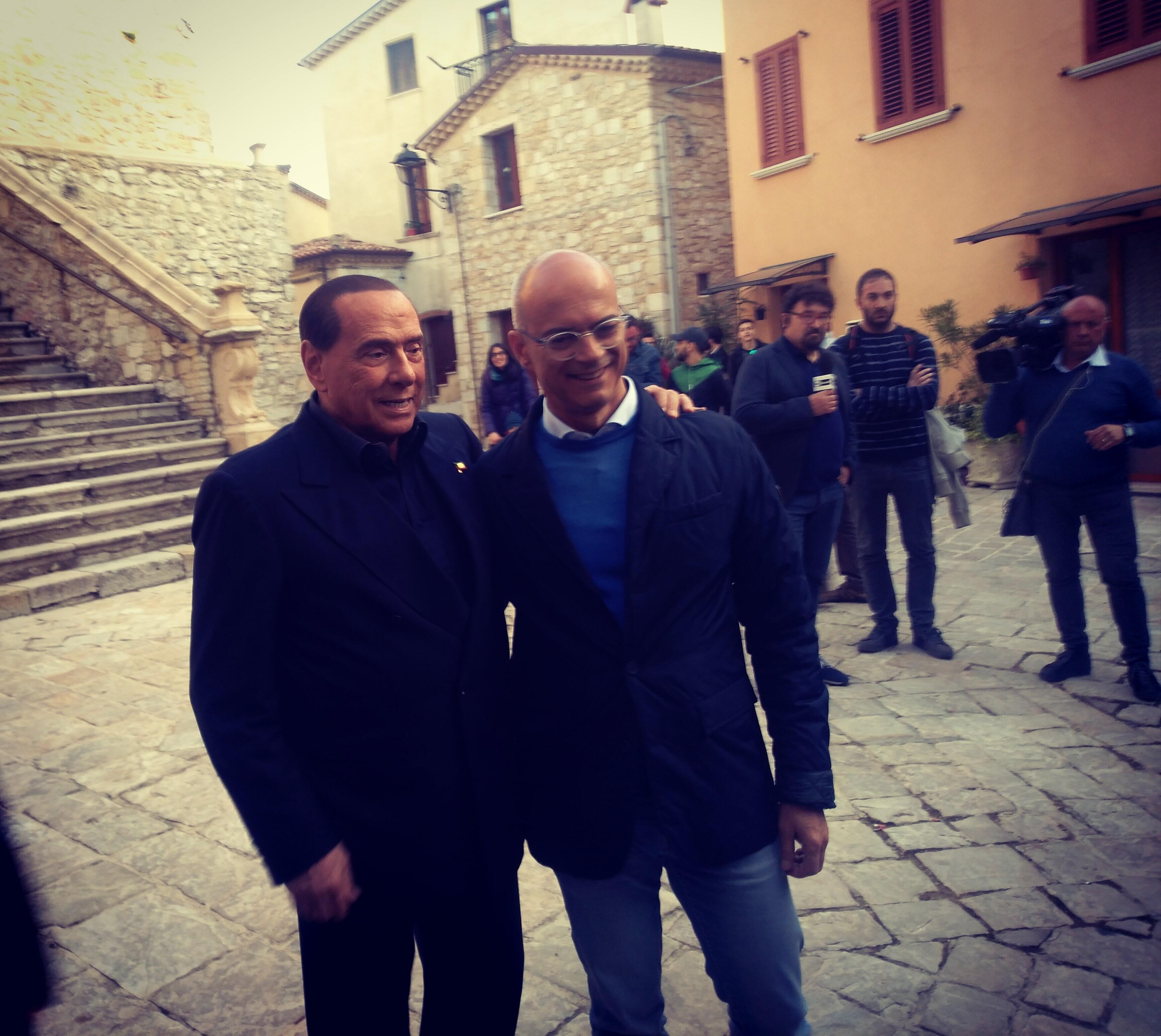 Matrimonio A Natale Streaming : Berlusconi fa tappa a san giuliano di puglia momento